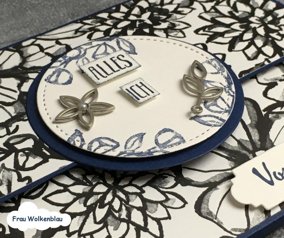 Geschenk-zum-Muttertag-Minialbum-Marineblau-Blütenfantasie-Detailansicht